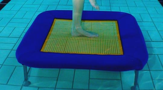 Unterwassertrampolin